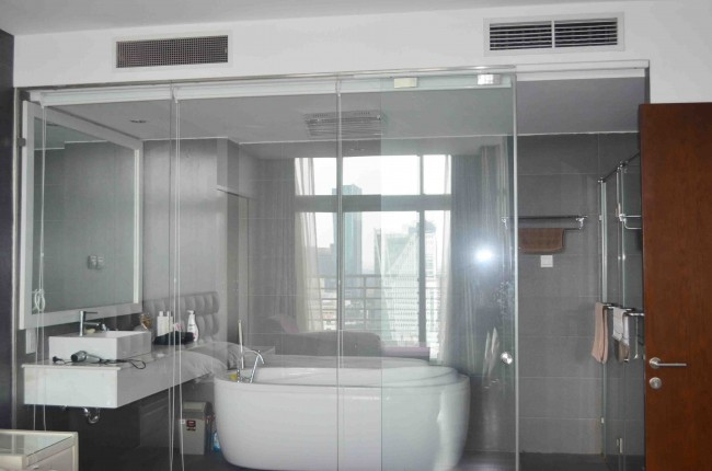 Ben Thanh Luxury Master bathroom
